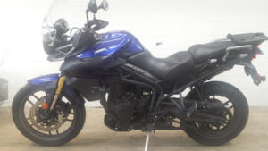 triumph tiger 800 left view